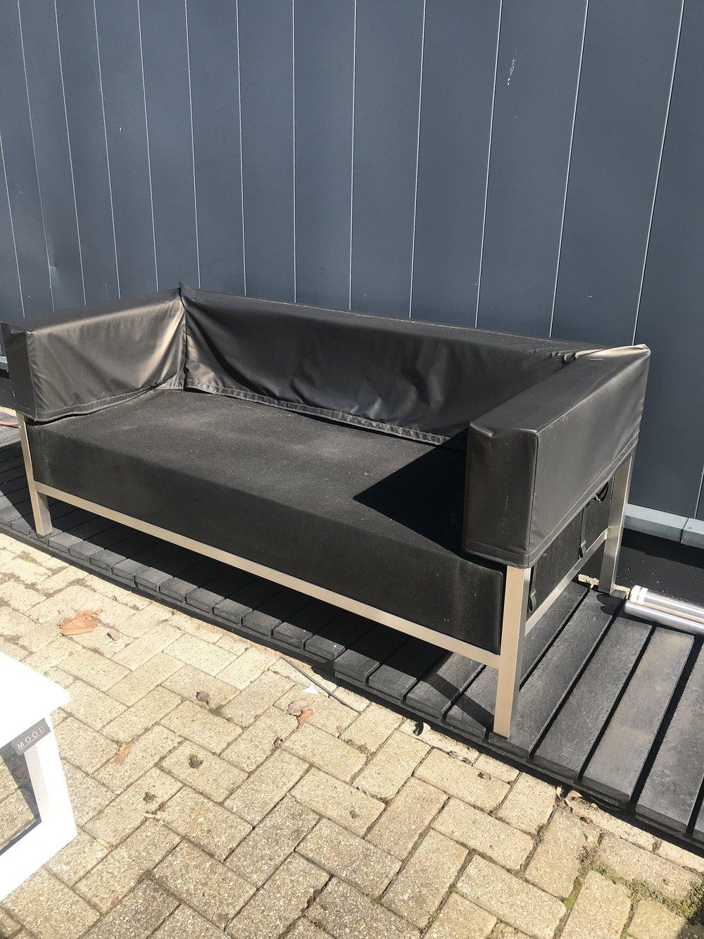 OUTLET Shelter Bank SPEC 180 Spec: 75 cm rugleuning FOTO=HOES  Normaal 4050 ,- NU showroom model 1450,- Showroom model,zelf te reinigen (foto is voorbeeld)