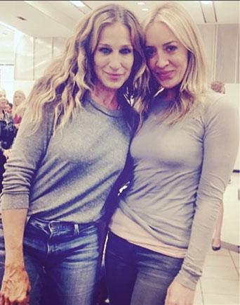Sara, at a press event, twinning with...Sarah (Jessica Parker).