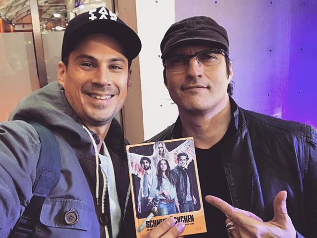 "This just happened!! 🤯 When we started this project we always said: let's make our El Mariachi movie. His book ""Rebel without a crew"" was a major inspiration for the making of Snowflake. So to give the one and only @rodriguez our own no-budget indie movie is a really, really great and proud moment for us. 🙌  Big thanks to Johannes Wolters & @peterschulzefilm ❤️ #robertrodriguez #snowflakefilm #schneeflöckchenfilm #rebelwithoutacrew #filmmaking #filmmaker #director #indiefilmmaking #indiefilm #screenwriter #filmdirector #meetyouridols  @elreynetwork @troublemakerstudios"