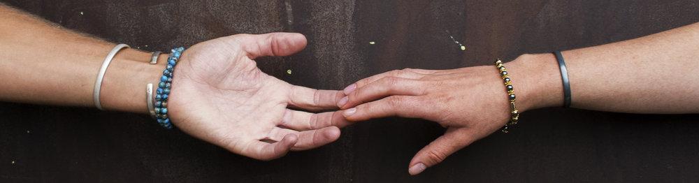 RÔKA reaching losing hands