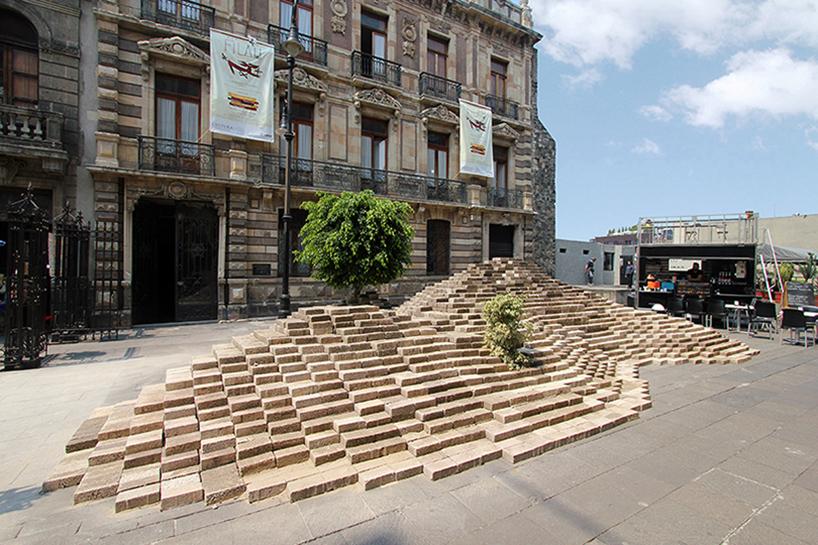 Nuevo proyecto BNKR: La Mancha Para los que no tuvieron oportunidad de visitar nuestro pabellon en el Abierto Mexicano de Diseño, aqui el post de Archdaily (darle clic a la imagen)
