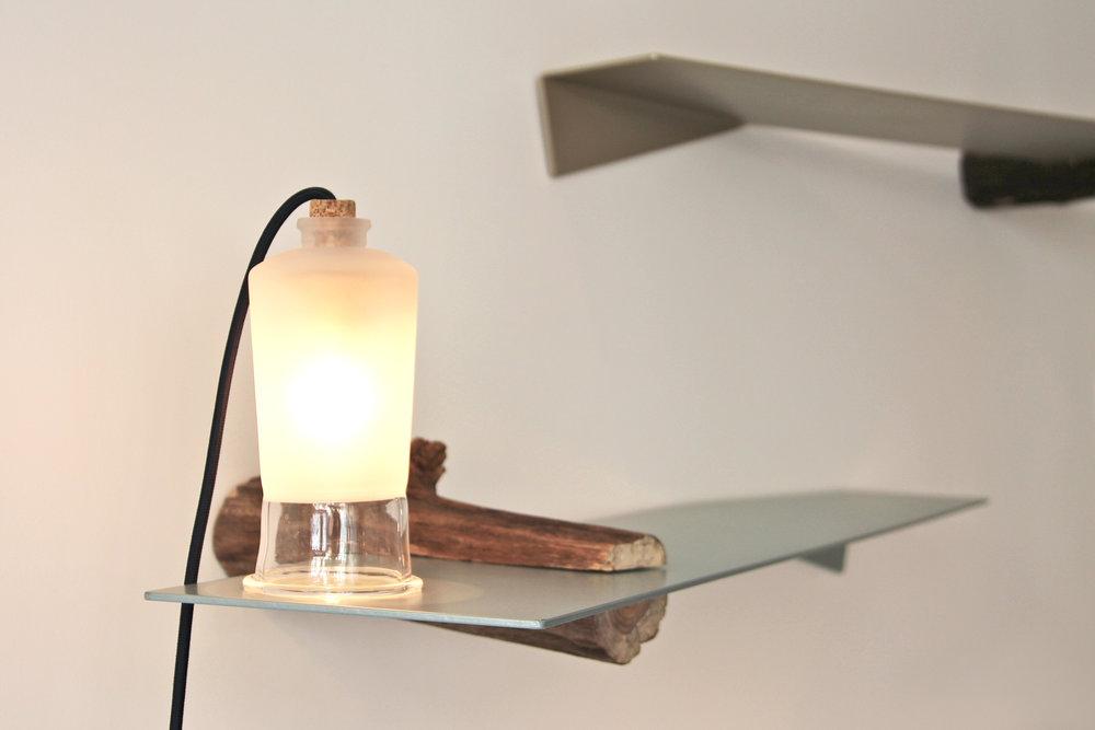 Applique Chime en verre sablé, bois de hêtre et liège de Violaine d'Harcourt, 170 euros