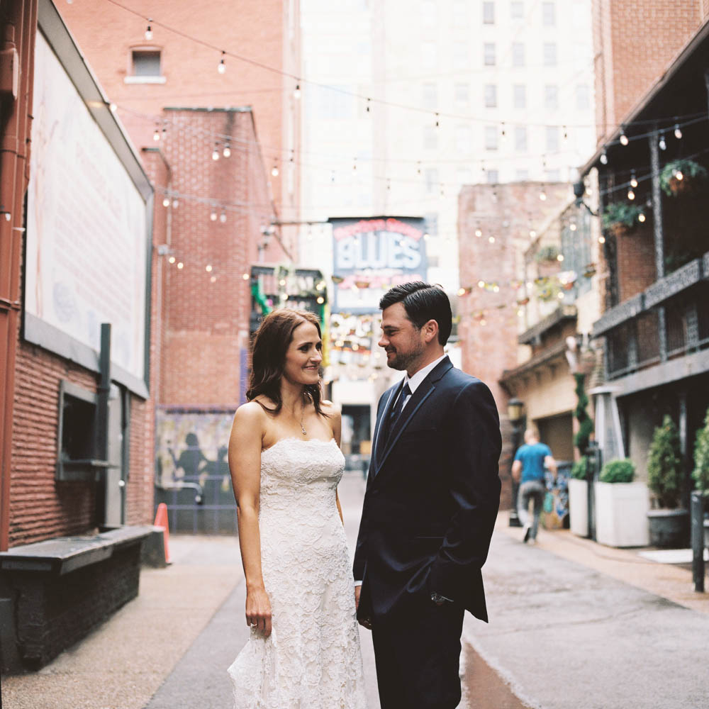 a nashville downtown aVenue wedding photographers documentary natural real moments ©2016abigailbobophotography-2-2.jpg