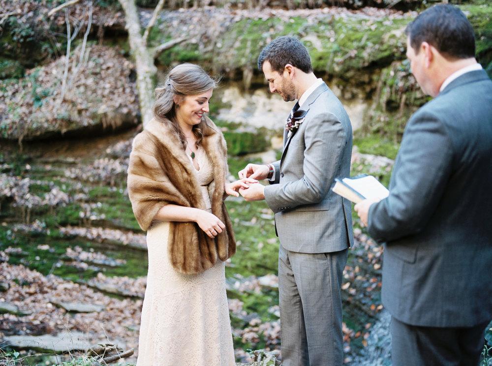 laurel+kelly_natchez_trace_grays_on_main_franklin_film_wedding_photographers©2017abigailbobophotography-12.jpg