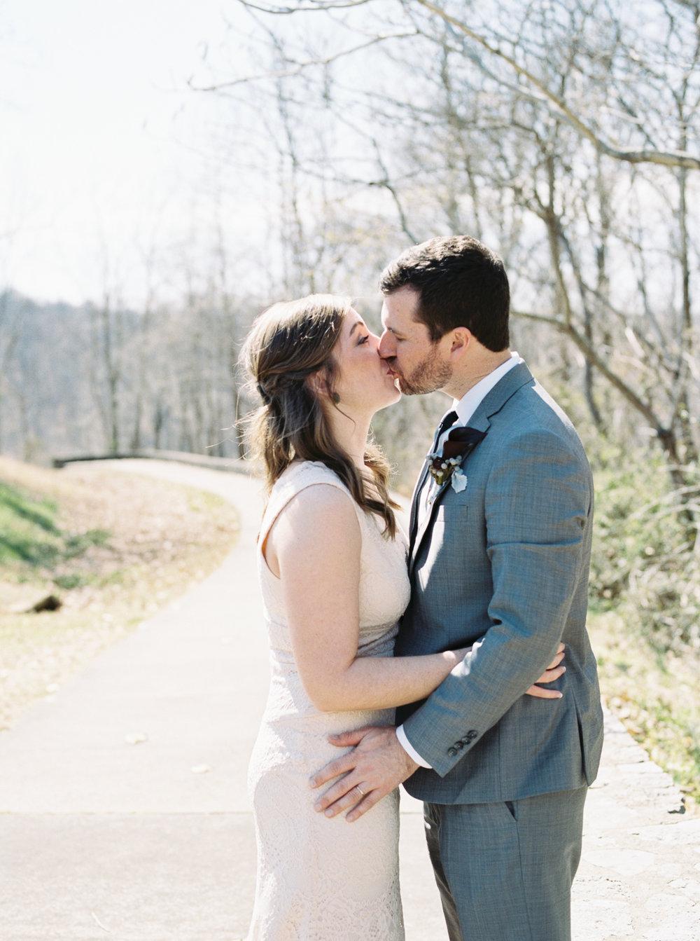 laurel+kelly_natchez_trace_grays_on_main_franklin_film_wedding_photographers©2017abigailbobophotography-2-2.jpg