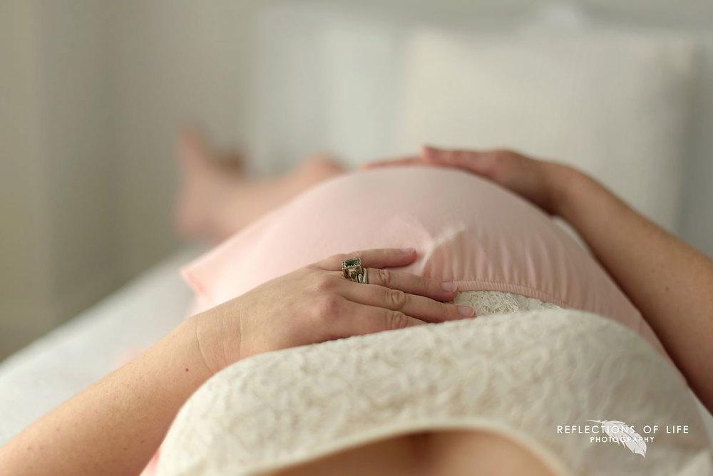 grimsby-on-maternity-photographer (11).jpg