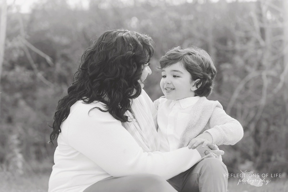 Pure connection between mother and son Niagara Ontario photographer