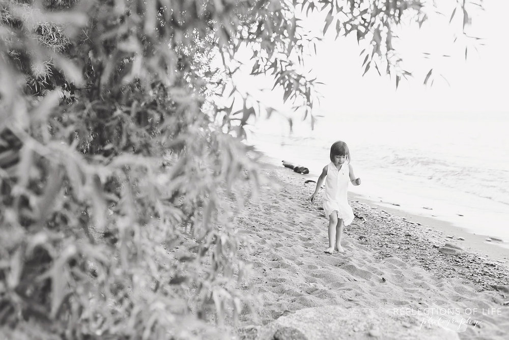 007 Grimsby Ontario Child Photographer little girl on the beach