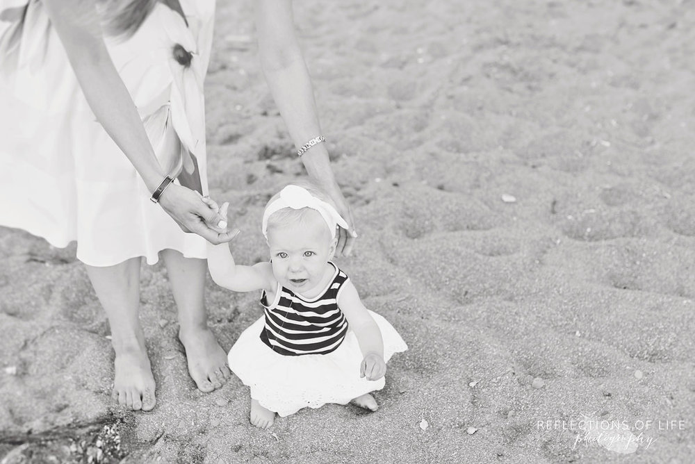 009 little gril on the beach professional family photos