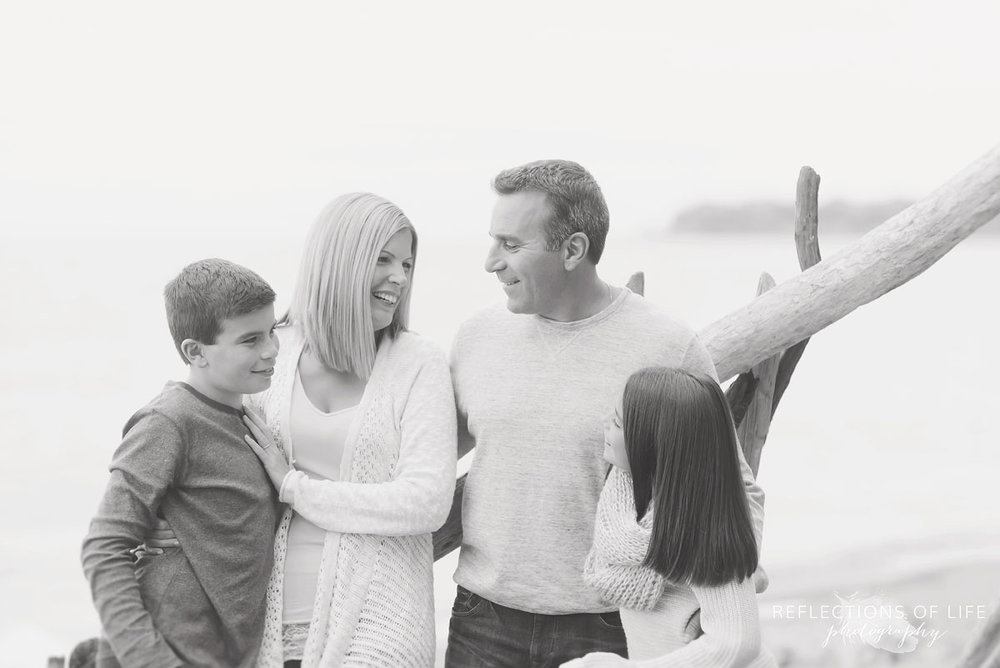 Family photos on the beach in Grimsby Ontario Canada