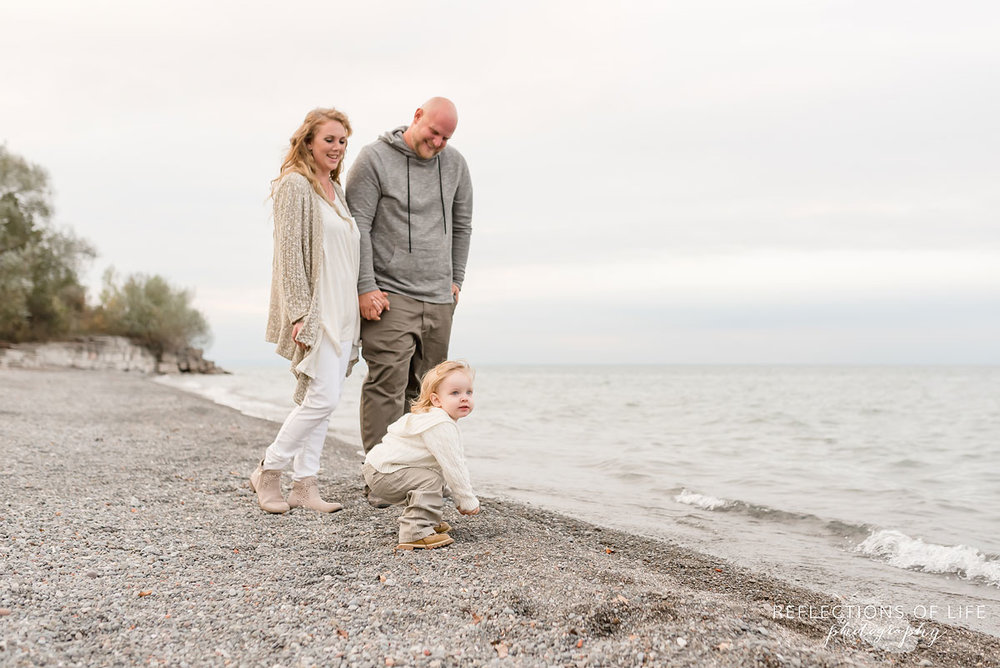 Family Photography on the beach in Grimsby Ontario.jpg