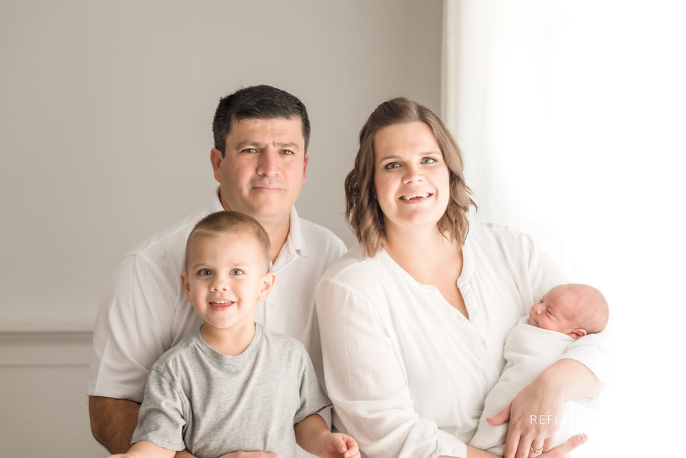 Newborn and family photo Grimsby Ontario Canada