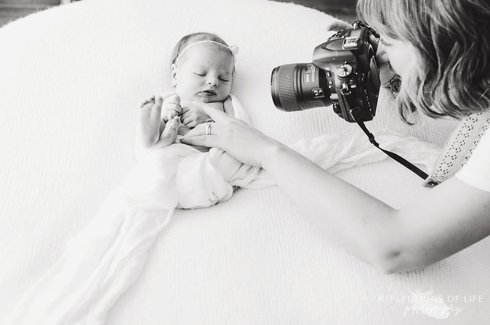 021-Niagara-Newborn-Photography-Behind-The-Scenes-BW.jpg