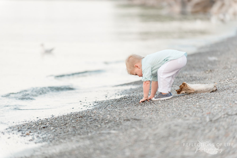 Beach photography with adorable kids by the water
