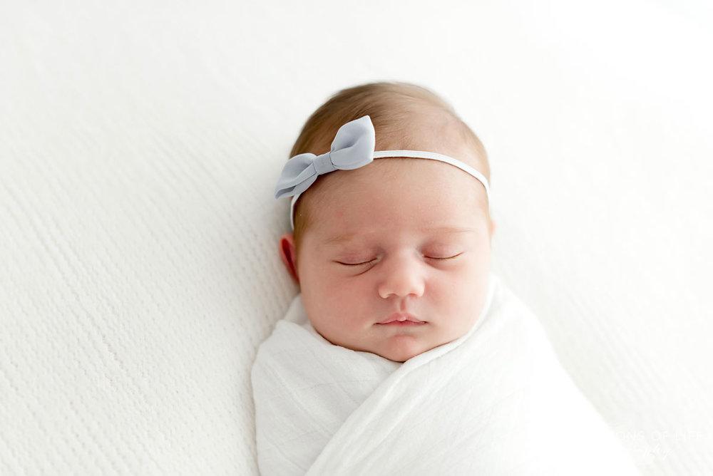 Baby+girl+with+bow+headband+sleeping.jpg