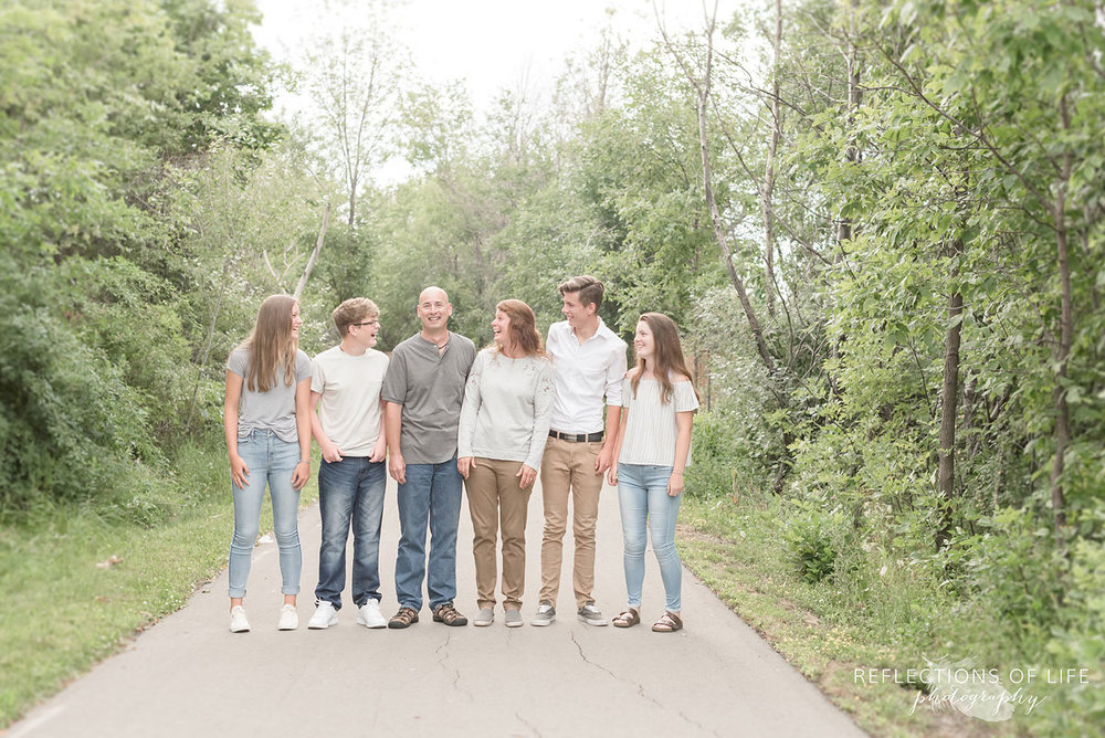 Grimsby Ontario family photos at a park pathway