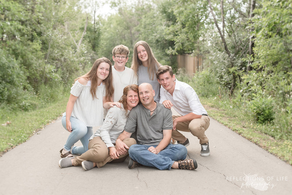 Neutral family photos on a path in Grimsby Ontario