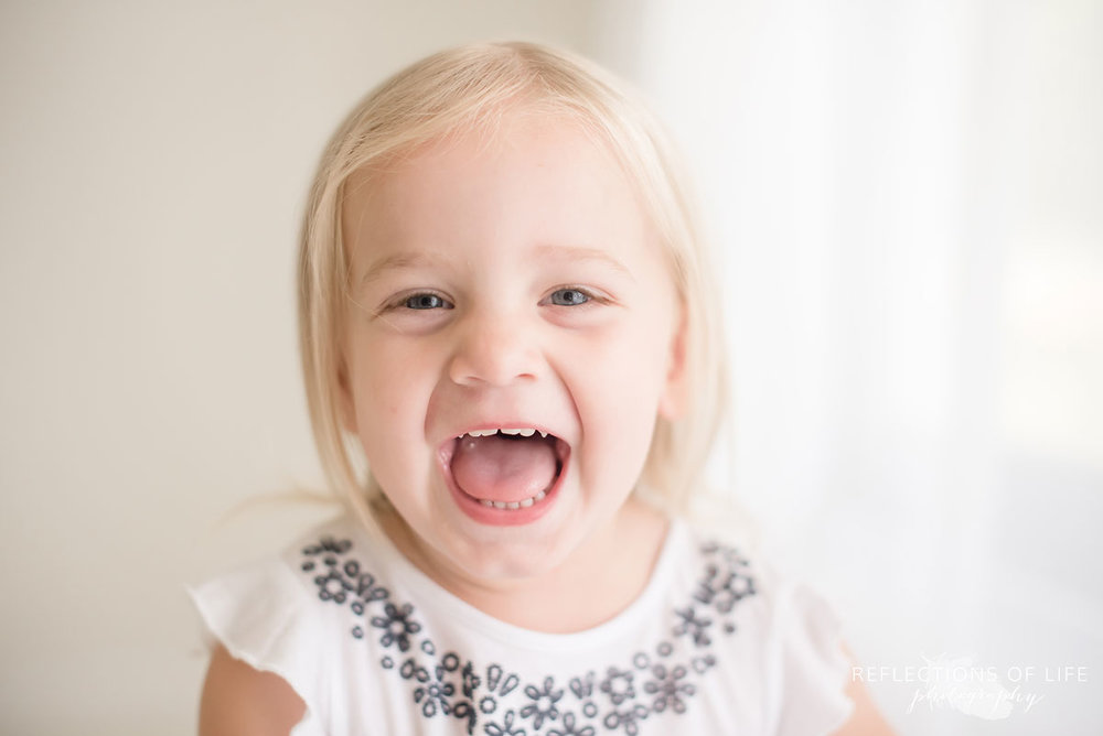fun family photos of little girl laughing