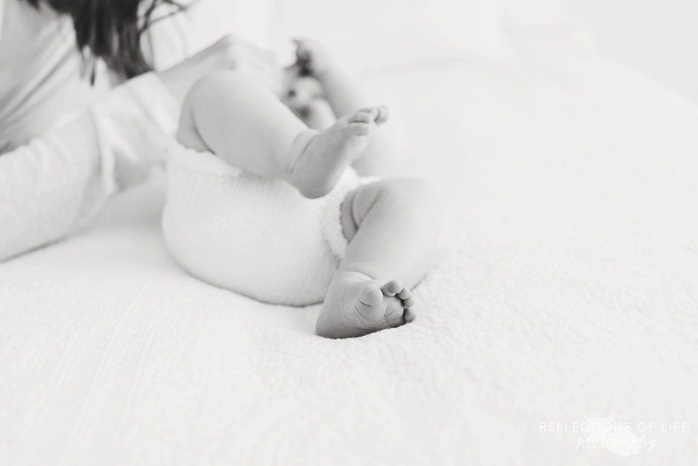 baby toes black and white