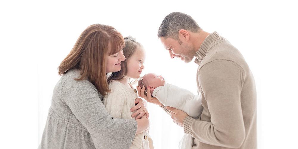 010 Newborn and Family Photographer Niagara Ontario.jpg