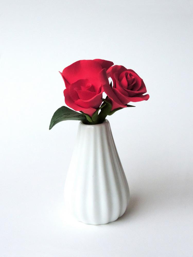 Rose Vase_red 02_Leigh Ann Gagnon.JPG