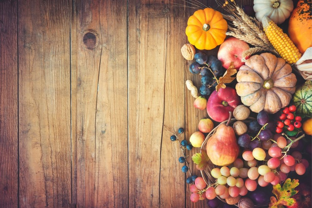 autumn-thanksgiving-still-life-on-wooden-table-picture-id853514812.jpg