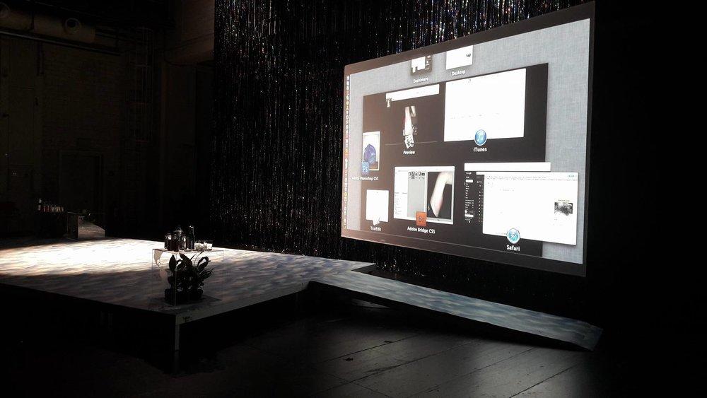 Skjáskot til sýnis í Digital Salon í Munchen Kammerspiele