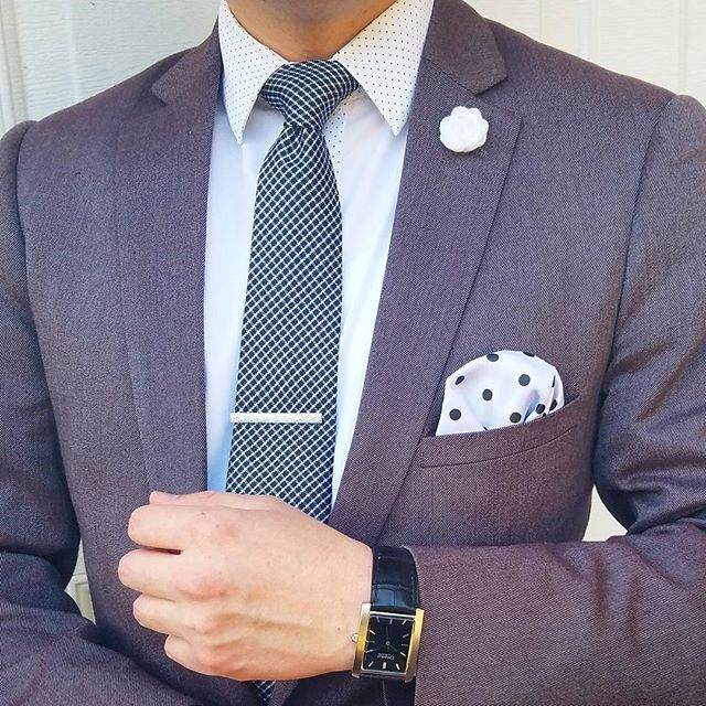 """Embrace the struggle; it will be part of your victory speech."" - Unknown ---------------------------◇---------------------------- ▪Charberry suit: @paisleyandgray ▪Necktie: @winnerscirclefashion + @victory_box ▪Tie clip: @shopdibi ▪Watch: @caravelle by @bulova ---------------------------◇---------------------------- #ootdmen #guyswithstyle #menwithstyle #suitup #suitandtie #preppy #gq #gqstyle #gqstylehunt #fashionblogger #styleblogger #styletips #fashionformen #styleformen #fashionforward #mensclothing #fashionpost #currentlywearing #dailystyle #whatiwore #lookoftheday #instafashion #instastyle #dresstoimpress #fashionguru #fashiongram #fashionstyle #thehybridgent"