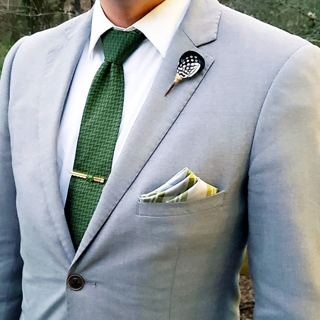 """Strength and growth come only through continuous effort and struggle."" 🌰🌱🌿🌳 - Napoleon Hill ---------------------------◇-------------------------- Gray suit: @paisleyandgray Necktie: @weekendcasual Plum thicket lapel pin: @brackishbowties Gold and jade tie bar: Vintage ---------------------------◇-------------------------- #dapper #dappermen #dapperlydone #dapperscene #dandy #mensstyle #menstyleguide #mensfashion #mensfashionreview #menstagram #fashiondaily #outfitoftheday #ootd #gentleman #gentlemanstyle #gentslounge #sprezza #sprezzatura #fashionisto #sartorial #menswear #fashion #menwithclass #dapperoutfits #instafashion #classy #classymen #wiwt #sprezzabox #thehybridgent"