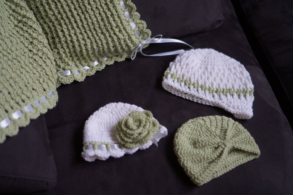 Tiramisu Baby Blanket with coordinating hats.