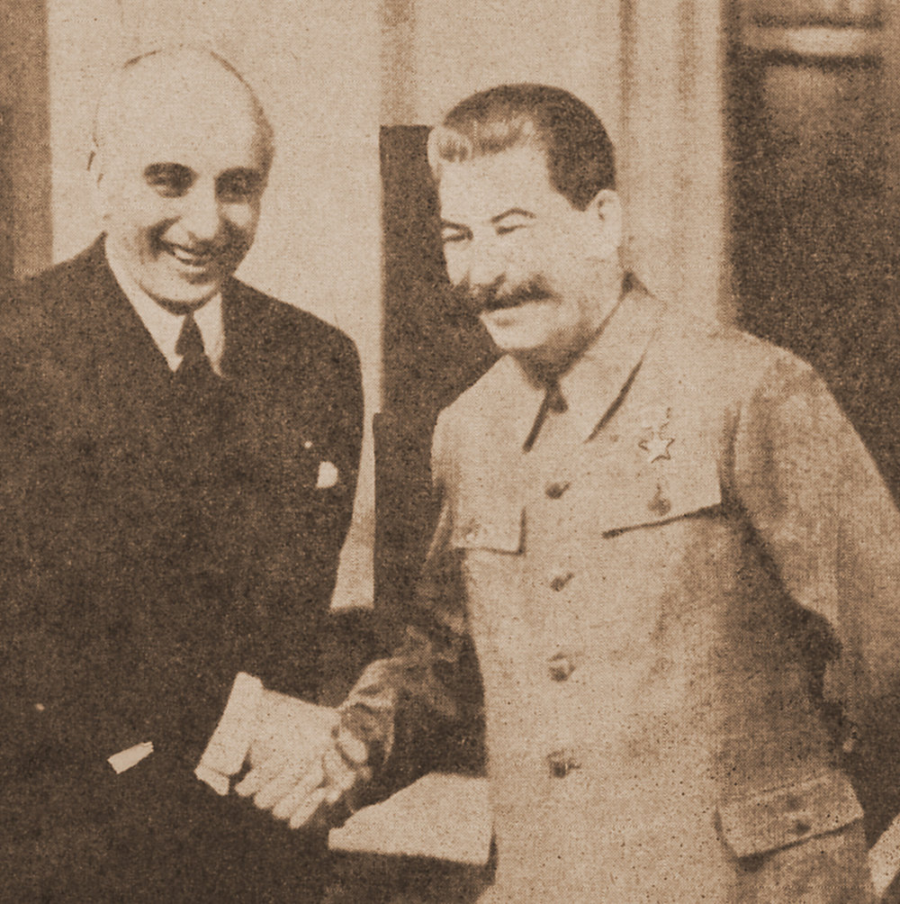 Davies says cheese with Stalin, May 1943. |  Wikimedia Commons