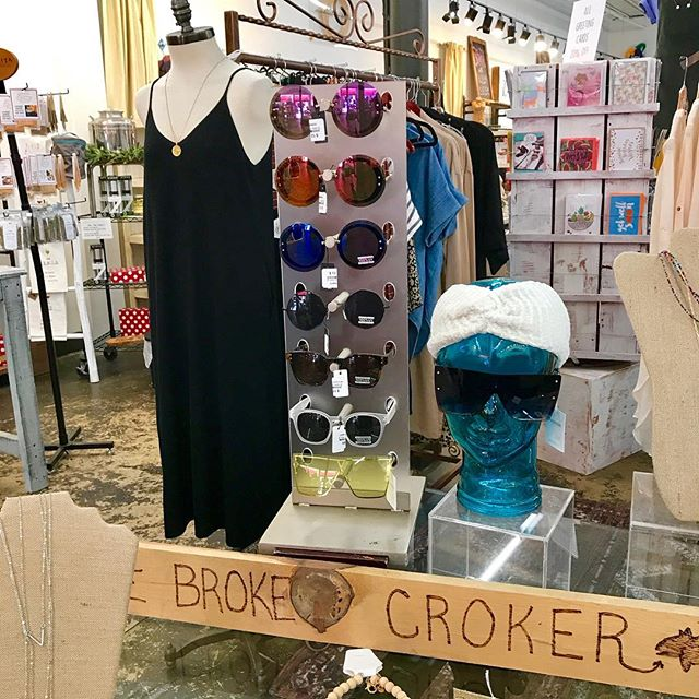 No sunglasses on this sunny southern spring day?? No worries! @the_broke_croker has you covered! #sunshine #springhassprung #spring2019