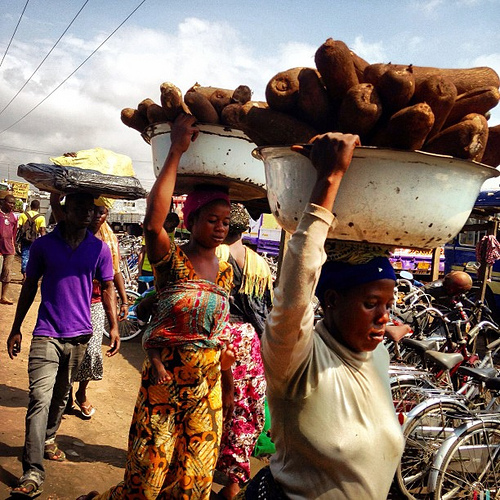 Women porters in Ghana. Image credit