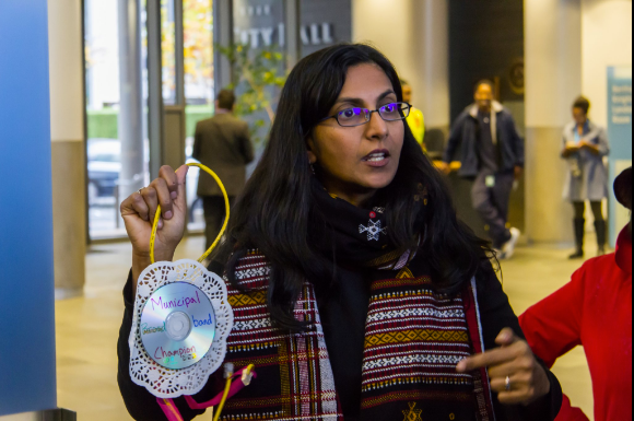Kshama_with_Award.png