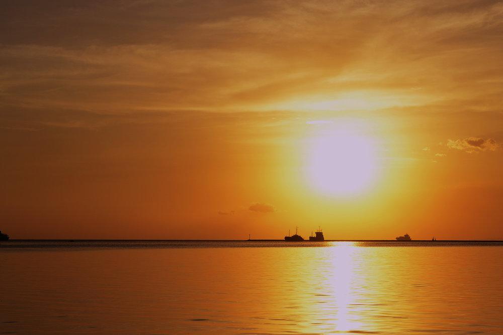 huge-sunset_GyvYKJvO.jpg