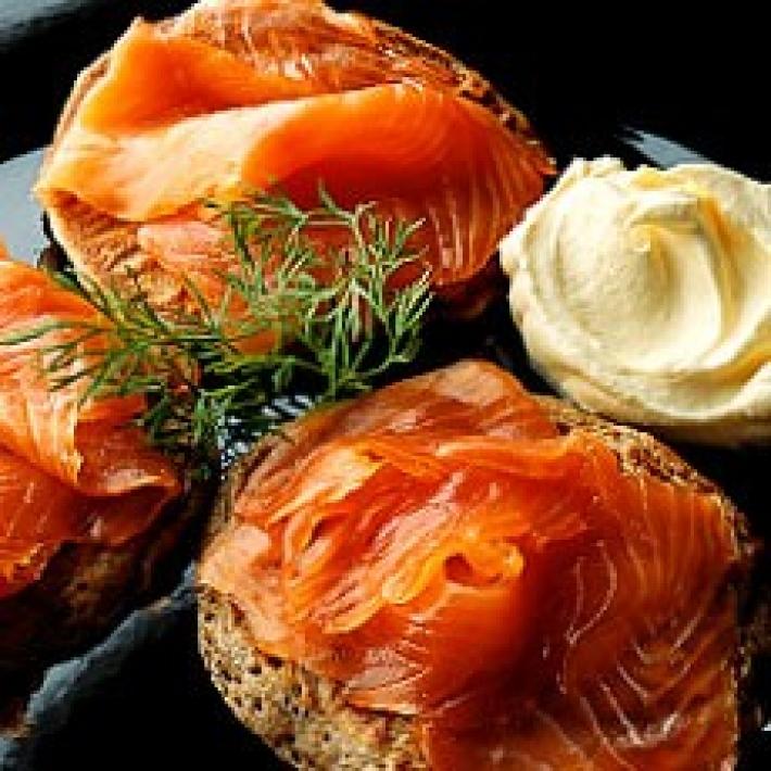 wi034-blinis-smoked-salmon-18756.jpg