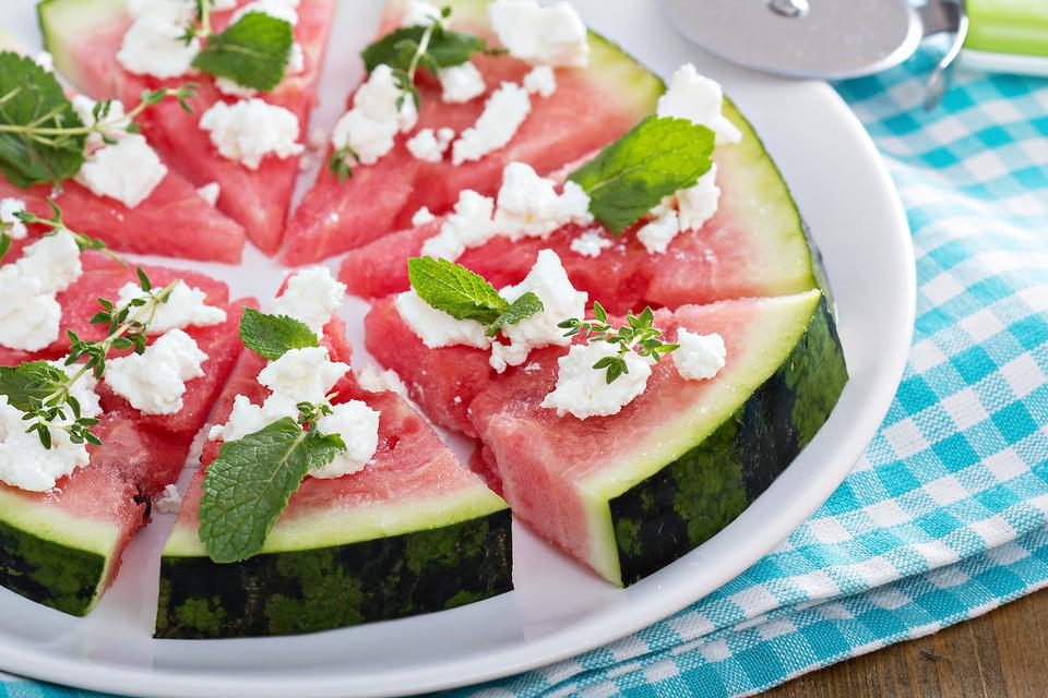 How-to-Make-Watermelon-Pizza-With-Feta-Herbs-Kids-Will-Lov-12682-050e068337-1482329944.jpg