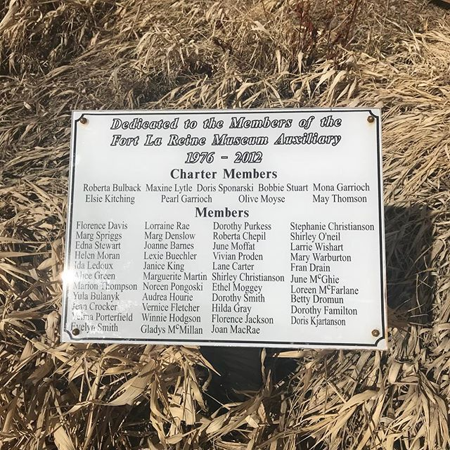 Maybe you know someone on this plaque! ‪Hats off 👒 to all the incredible ladies from the Fort la Reine Museum Women's Auxiliary who poured their life energy into making @fortlareine a magical place to connect with history - 35 years of service!! 👏🏻👏🏻 #WomenMW  #museums #MuseumsWeek #volunteering  #atfortlareine ‬#manitoba #manitobahistory