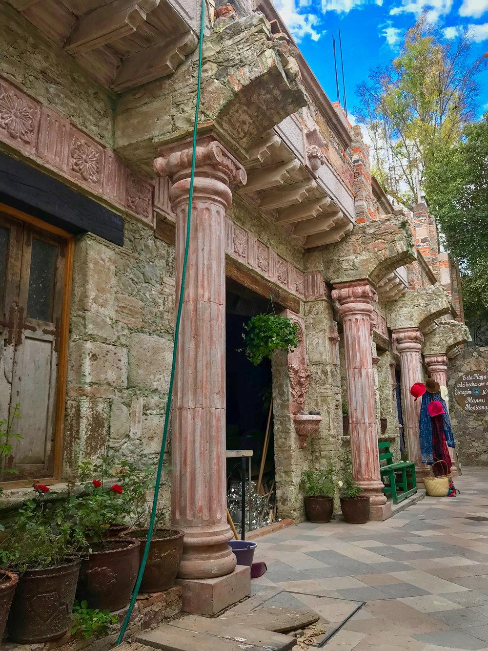 building in the Artisan alleys of San Miguel de Allende.