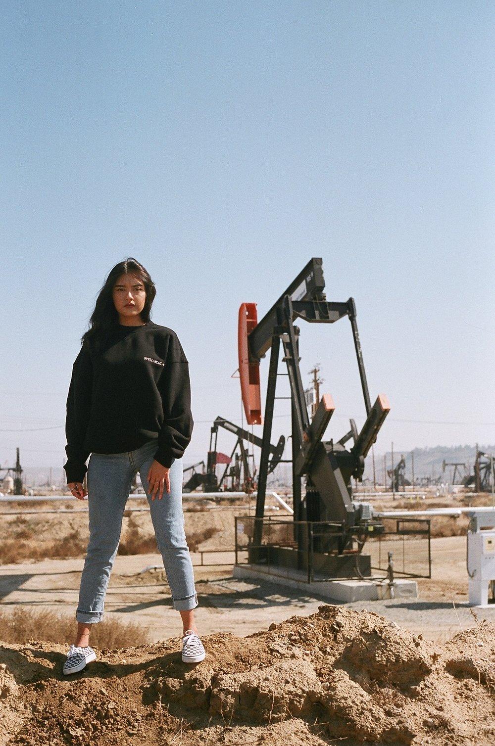 bakersfield-california-oil-fields-menswear-women-in-menswear-mens-fashion-womens-fashion-made-in-america-cotton-oversized-sweatshirt-santana-social-club.JPG