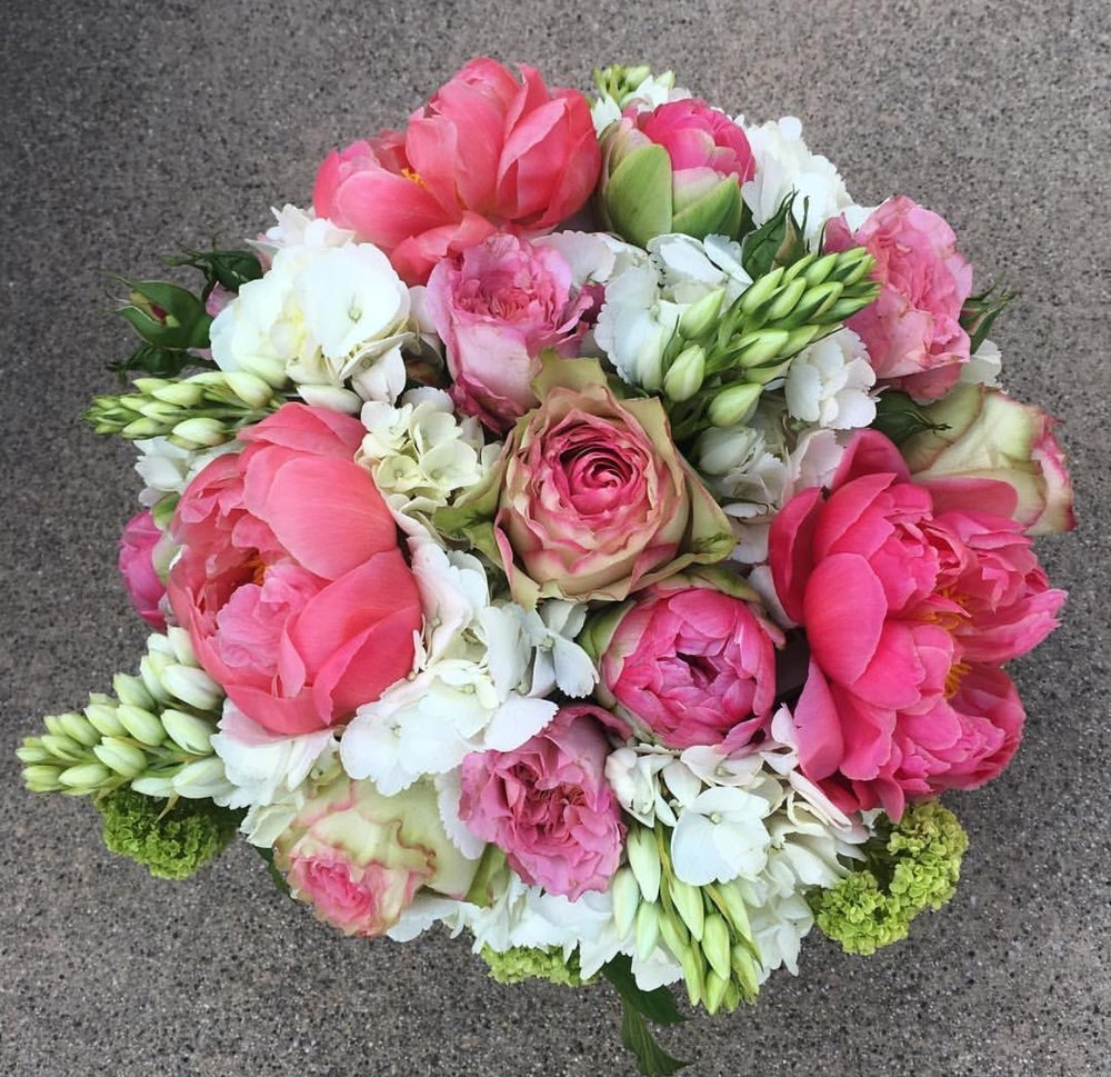 34. White and Pink Centerpiece