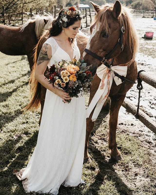 *** $2150 Wedding Photography *** All remaining 2019 dates on sale! 8 hours with one photographer and a USB of your final photographs including taxes No travel fees within 150 km of London, Ontario. 20% deposit required to book.  Add an engagement session for +$225 Add a second photographer for + $600 Add a bride/groom album for + $550 Add extra hours for +155/hour  To book or if you have questions, send me a private message or an email at sarah@sarahantaya.com