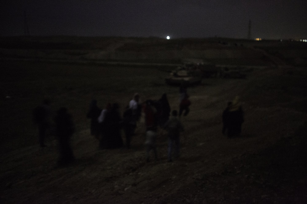 IDPs cross Iraqi army lines under the cover of darkness.