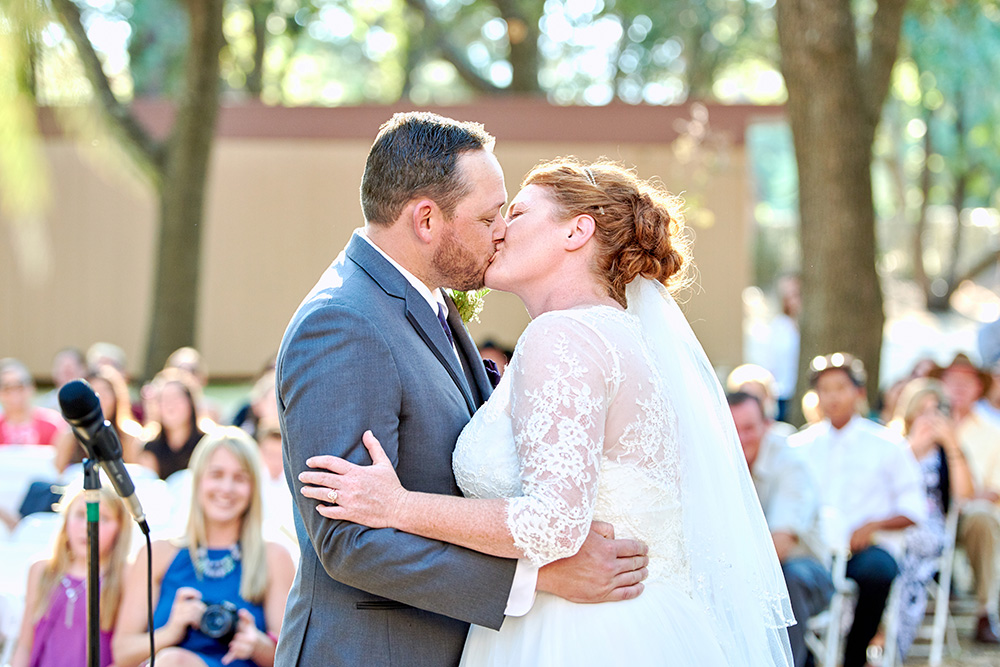 ©2017KrystalCraven - wedding-bride-and-groom-first-kiss