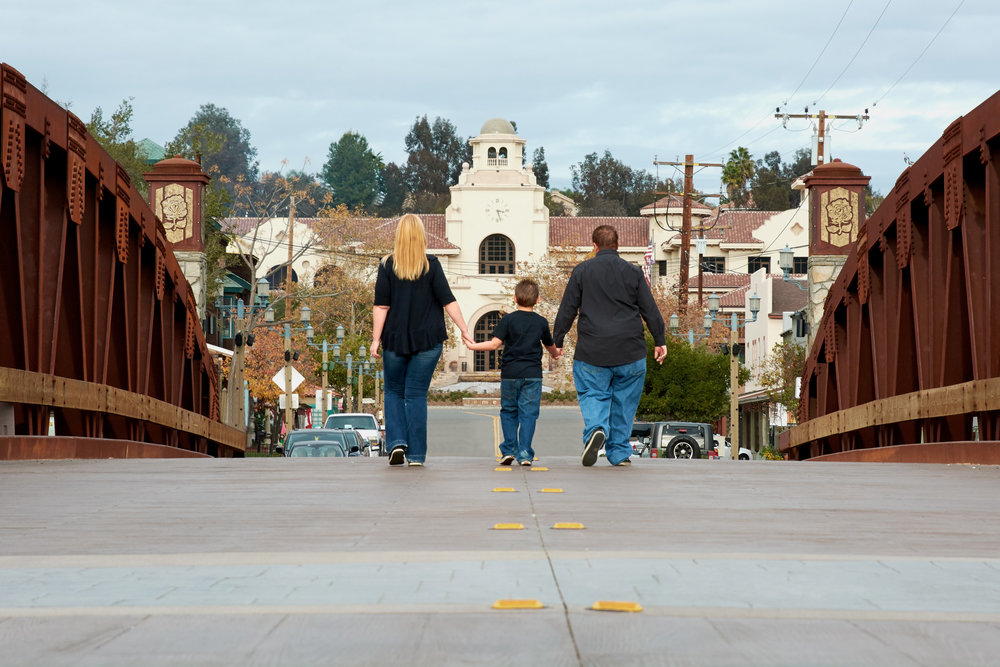 ©2015KrystalCraven-downtown-temecula-family-session-on-bridge