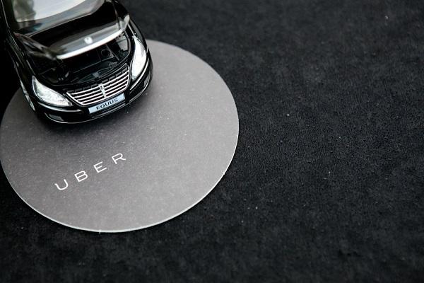 tuyển tài xế chạy uber 1
