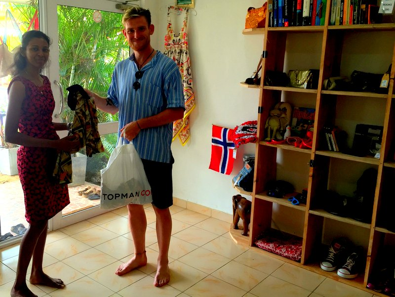 Bradley_Foley_donates_to_NewUse_second_hand_shop_Hikkaduwa