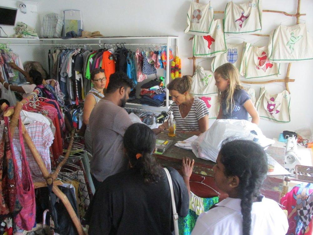 newuse shop HIkkaduwa.JPG