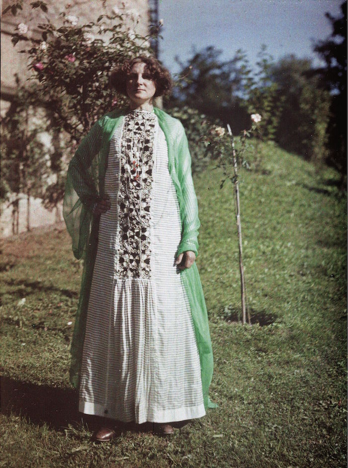 Friedrich (Fritz) G Walker,  Emilie Flöge in Chinese Imperial costume from the Qing Dynasty in the Gardens of the Villa Paulick in Seewalchen at Attersee 13 or 14 September 1913 , 1913. IMAGNO Brandstätter Images, Vienna