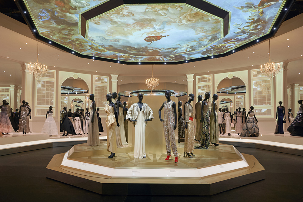 V&A Christian Dior Designer of Dreams exhibition, Ballroom section (c) ADRIEN DIRAND